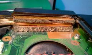 Пыль на радиаторе ноутбука